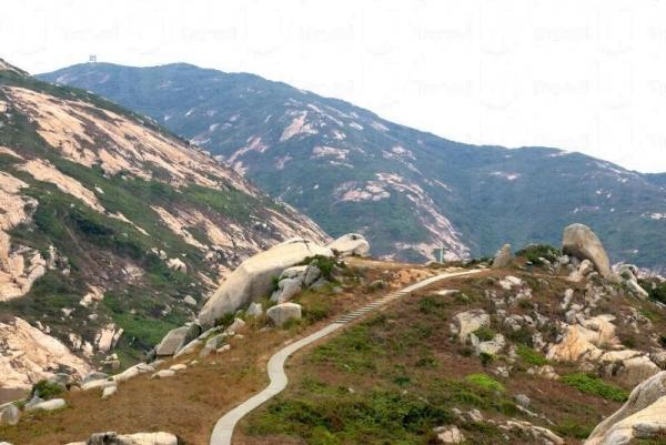 「香港十大最美岩石」之一的靈龜上山石。