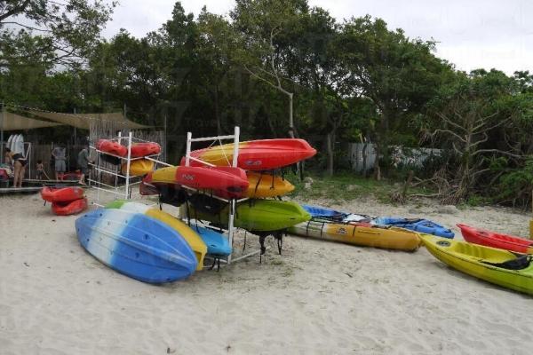 大家租用獨木舟每小時 $60。