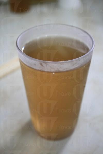 菊花茶有杯裝或枝裝。