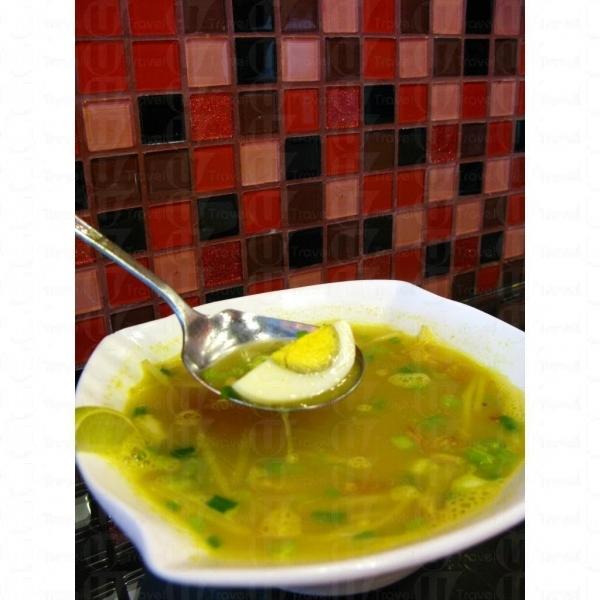 娘惹海鮮湯像叻沙湯底。
