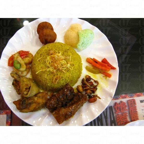 印尼黃薑飯是假日限定的菜色。