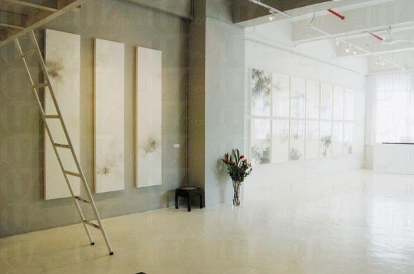 Blue Lotus Gallery 室內設計充滿藝術氣息。