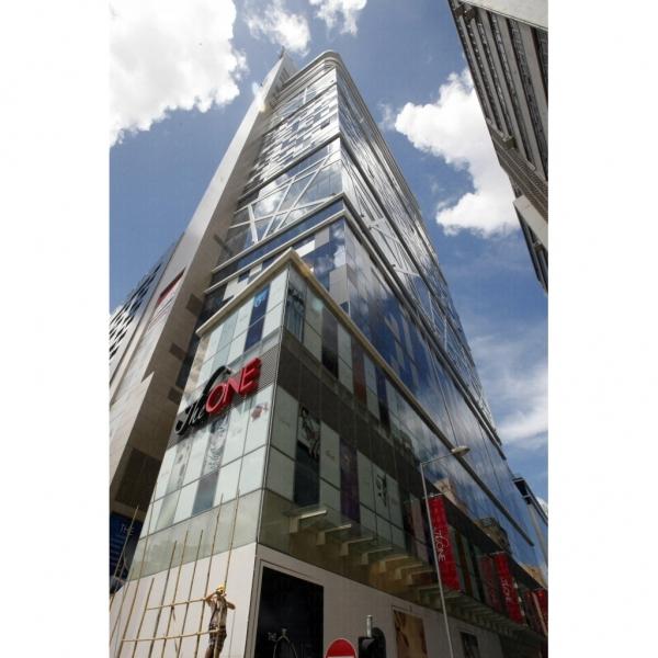 The One 是全香港最高的零售商場。