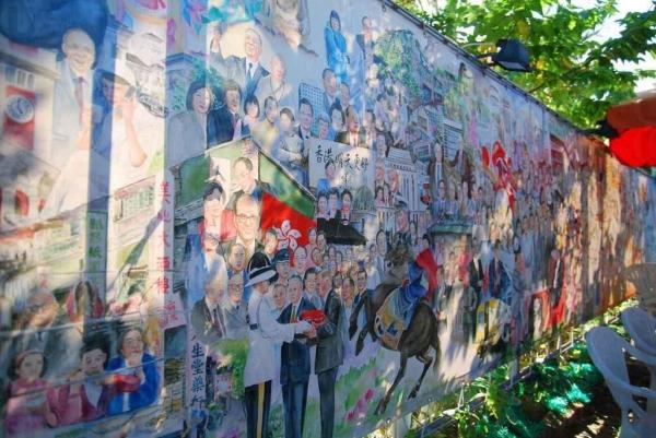 共有 500 多位代表香港的名人在這幅史詩式水彩畫中。