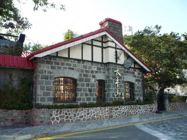 太平山餐廳前身為山頂餐廳,屬二級法定歷史古蹟,其紅磚瓦頂於 19 世紀砌成,甚有歷史價值。(相片來源:Clara Lee)