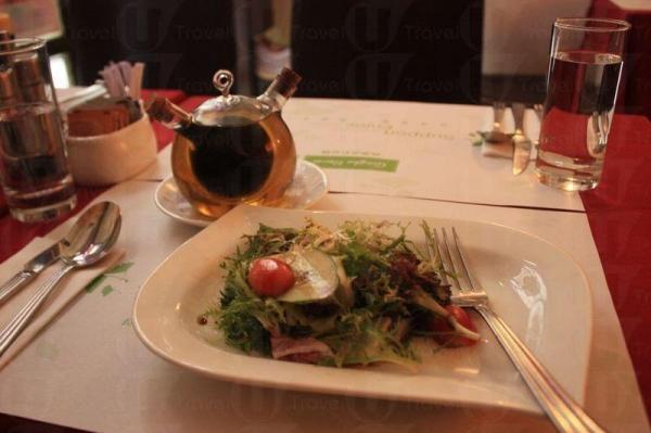 清新美味有的機沙律伴油醋。