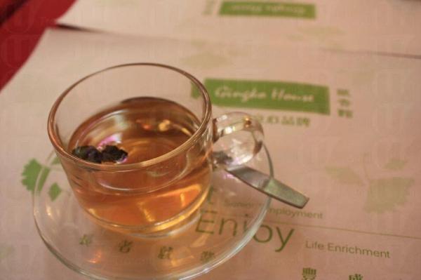 有機薄荷茶。