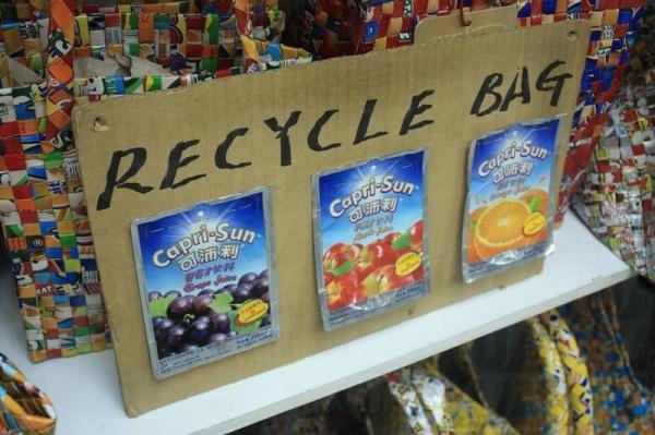 果汁包裝紙亦可製作成手袋。