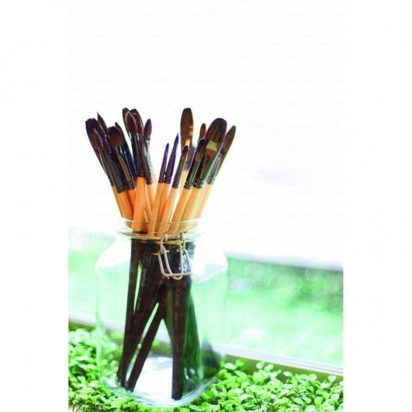 畫室提供所有畫畫的用具。