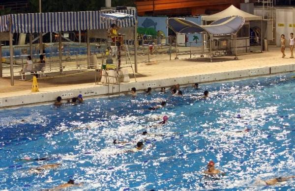 維多利亞公園設有游泳池,除受該區居民歡迎外,有時亦會成為各中學水運會的熱門場地。