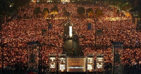 維多利亞公園除屬屢次政治集會的場地外,每年的年宵市場與工展會等活動更吸引數以十萬計人次。