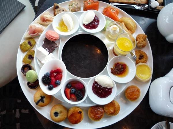 將 High Tea Set 與 Low Tea Set 放在一起,場面壯觀。(相片來源:Clara Lee)