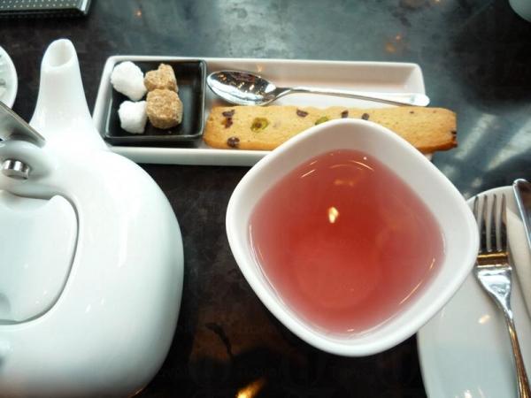 這裡的花茶很有名,圖為淺紅色的 Wiild blossoms & berries 。(相片來源:Clara Lee)
