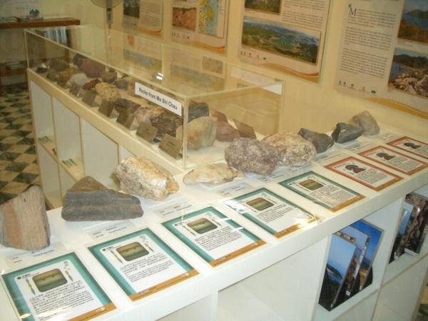 中心內展出了馬屎洲的岩石及講解其特徵。(相片來源︰大埔地質教育中心 )