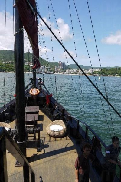 即使是好天氣,船身亦會不期然晃動。