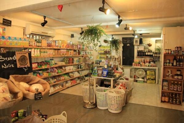 Just Green 提供超過 400 種有機商品,種類多不勝數,全面照顧樂活族的需要。