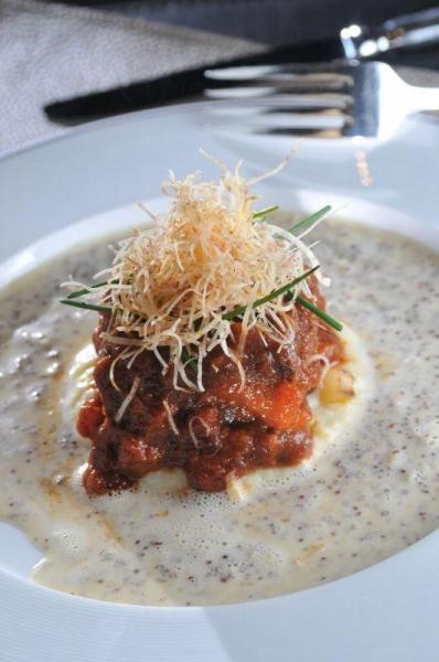 有別於一般高級餐廳,菜式中有不少新鮮食材是購自本地街市。