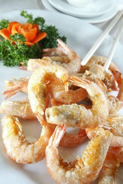 椒鹽蝦不但外殼夠脆,蝦肉爽口之餘更有濃郁的椒鹽味。