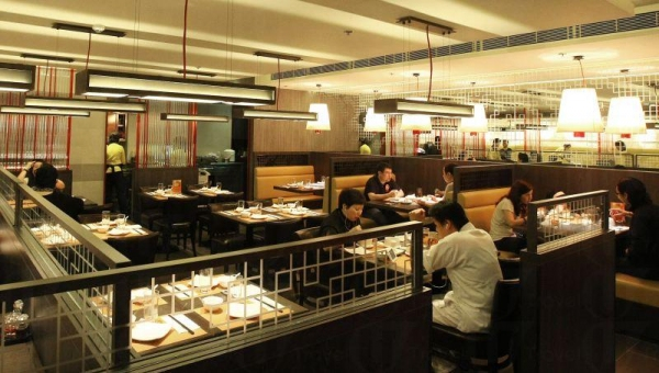 利小館的母公司是利苑酒家,服務宗旨是讓顧客以平民化的價錢,吃到優質的中菜。