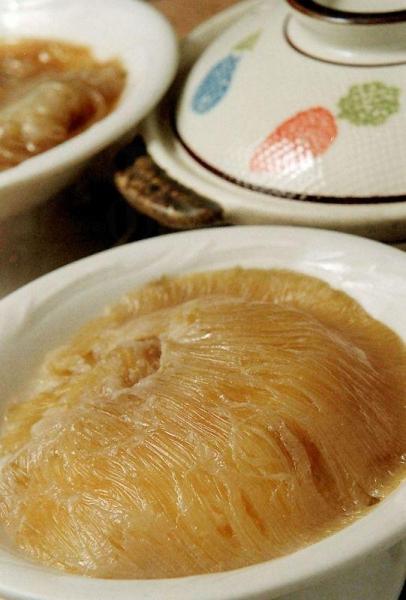 新同樂魚翅酒家於六十年代創立,憑著其多年來的對食物及服務的堅持,獲得米芝蓮三星的殊榮。