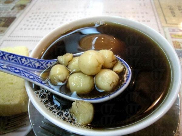 桑寄生蓮子蛋茶,蓮子又多又大粒。