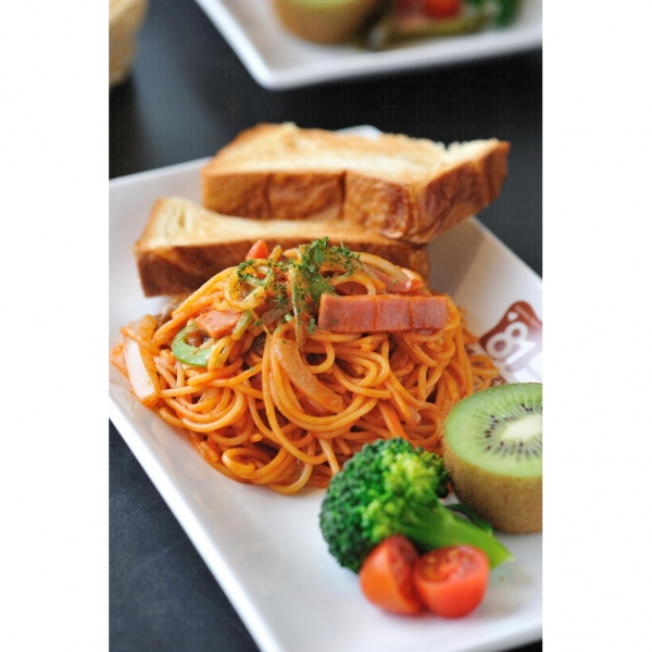 拿破崙意炒:茄味香濃,以蔬果伴碟,清新健康。