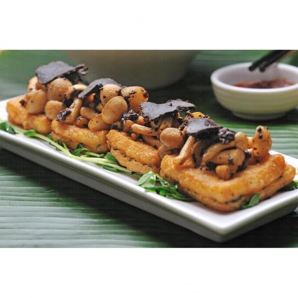 海南少爺的自製黑松露豆腐,蘑菇經黑松露醬汁烹煮後味道更濃,可口美味。