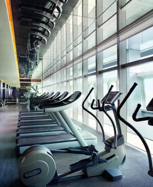 位於第 118 層的健身中心配有最新健身設備。