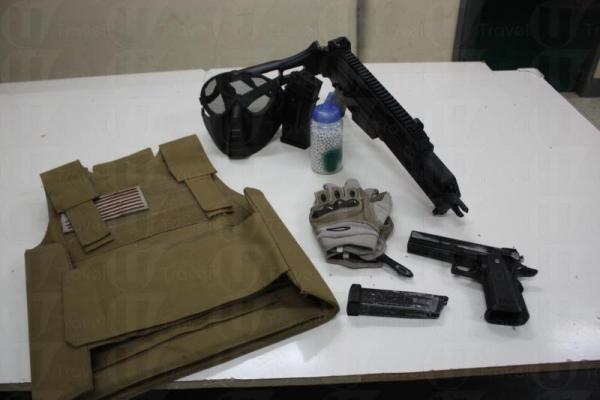 赤戰提供全套裝備供大家租用,包括面罩、防彈背心、手套,當然還有最重要的槍。