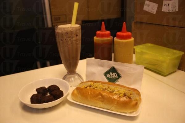 熱狗套餐最受歡迎,可選熱狗、小食和飲品各一。