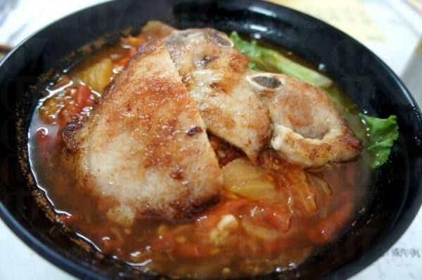 番茄湯底豬扒麵。