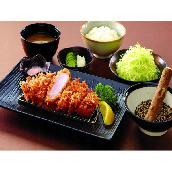 勝博殿的招牌菜特上級炸豬排套餐,讓人垂涎欲滴。