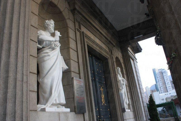 在《天若有情》中,華 Dee 和吳倩蓮就在教堂門前告別。