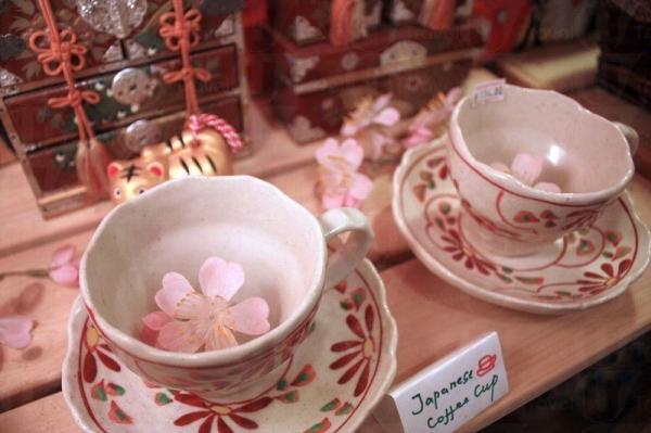 店裡還有售賣各式咖啡杯,充滿日本風。