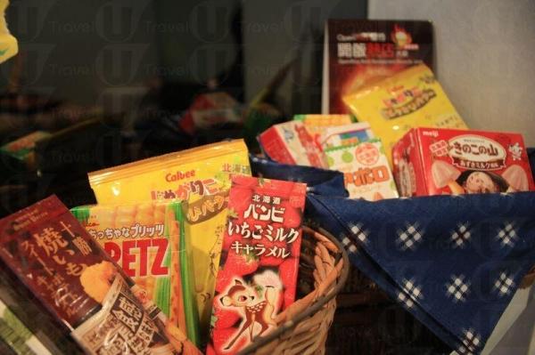 店裡亦放有各種來自日本的零食售賣。