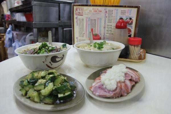 蘭州拉麵店雖然是小店格局,卻煮出濃厚西北風味。