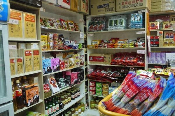 店內有不少市面少有的零食。