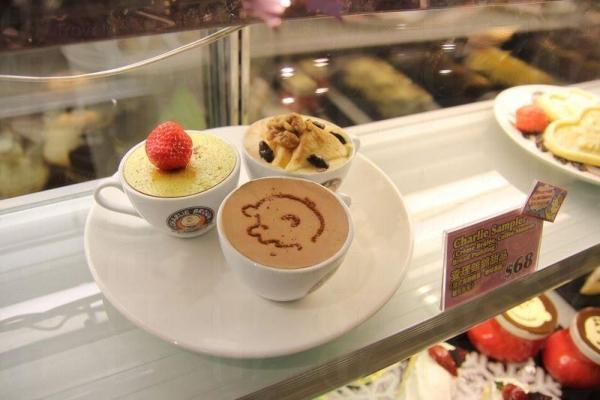 Cafe 亦有賣相精緻吸引的甜品供應。
