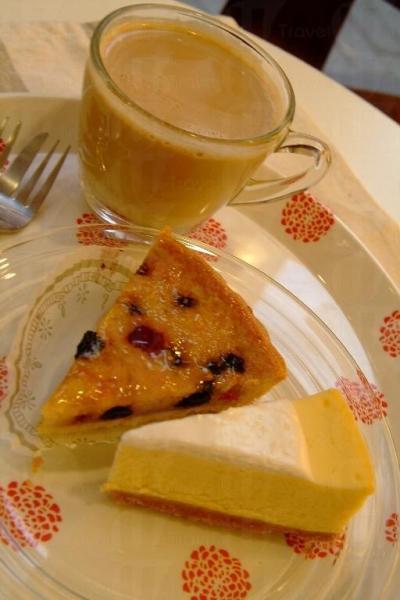 店內主要售賣自家製的麵包、蛋糕、曲奇和咖啡,產品款式多達 20 種。