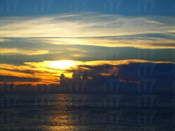 180 度的日落海景,不是很多地方可看到。