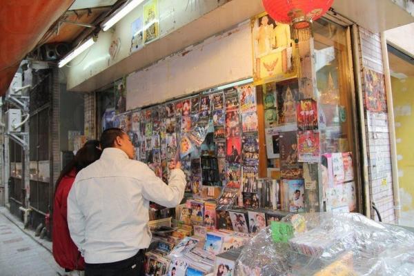 在城南道更可以看到泰文的影碟和雜誌。