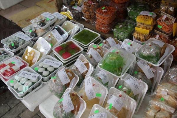 各式各樣的泰式食品,令人眼花撩亂。