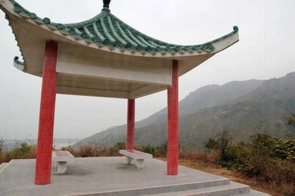 涼亭處為自然歷史徑的高處,可以俯瞰大蠔灣一帶的景色。