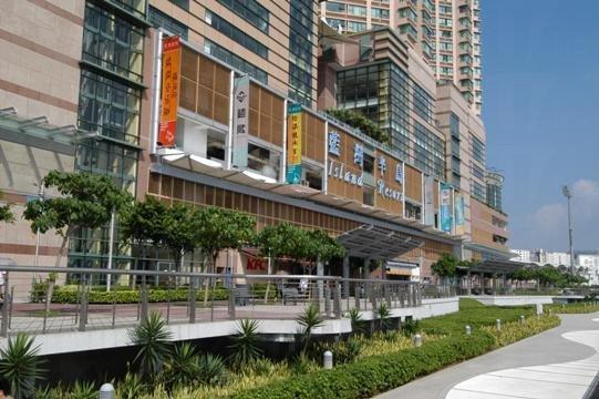 藍灣廣場坐擁 270 度全海景,是香港最大型的海濱購物中心。