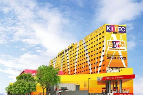 EMax 集保齡球城、車展、博覽等於一身。