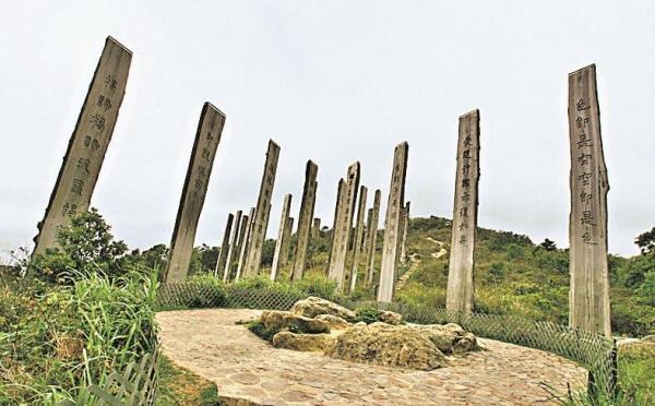 上到昂坪山頂,可順道遊遊大佛及心經簡林。