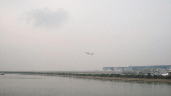 沿路可以遠眺飛機升降。