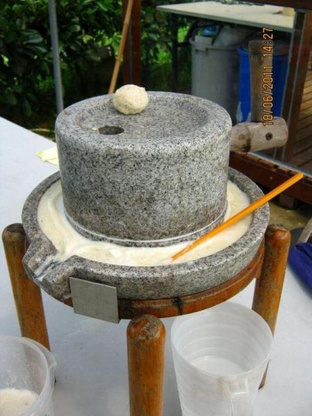 傳統的石磨豆漿。