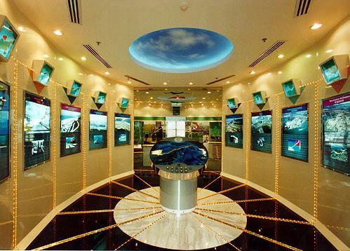 中心設有5個展覽區,以模型、圖片及文字展板等介紹香港機場核心計劃的十項核心工程,讓參觀者對整項工程有全面的認識。