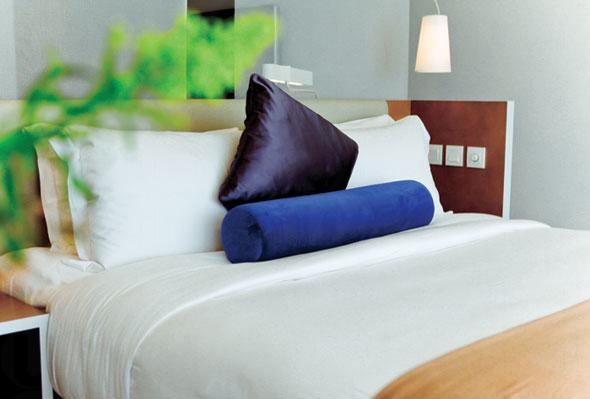 睡房提供 queen-size 睡床